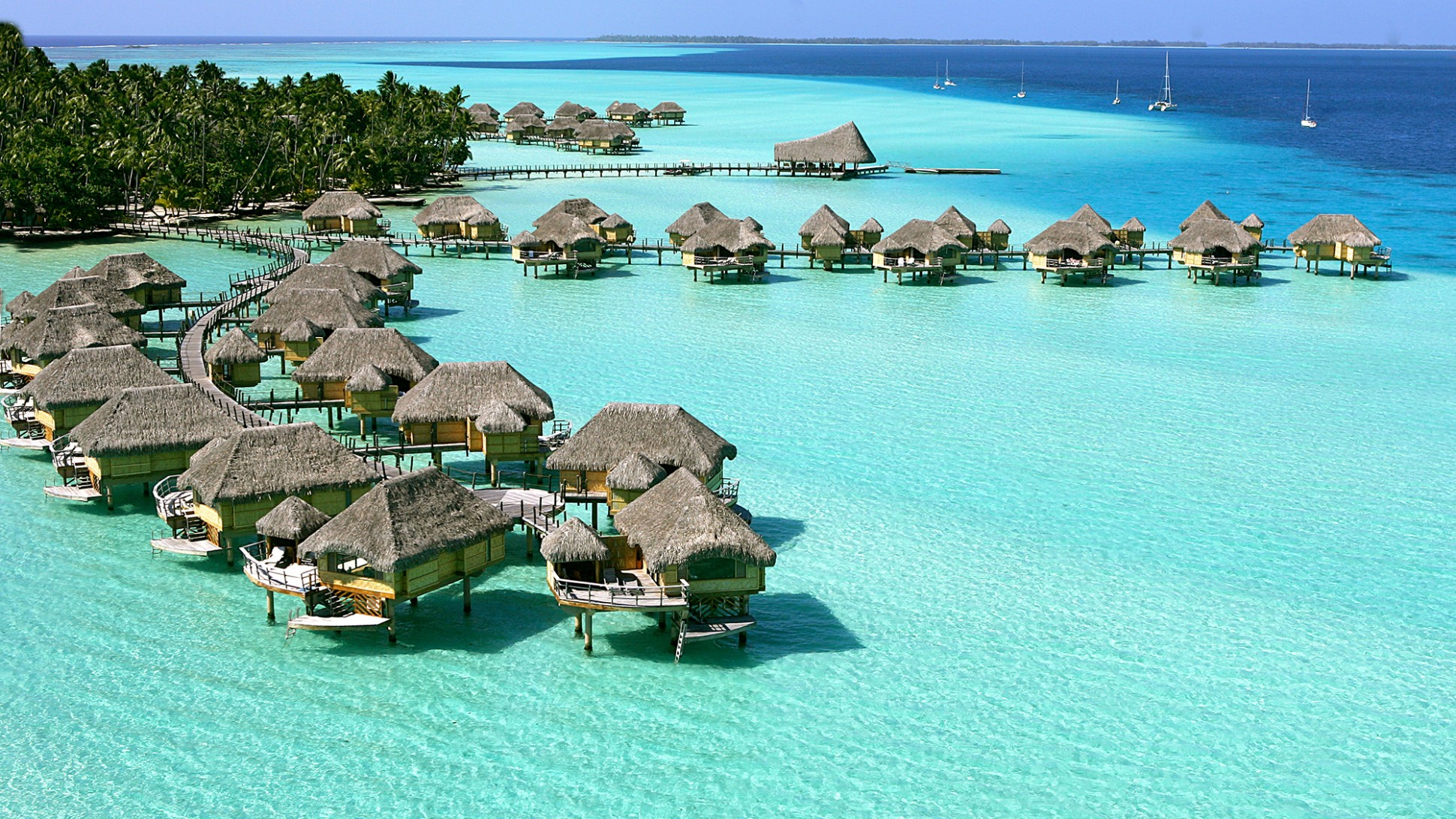 Traveling-to-the-4-Best-Luxury-Islands-in-the-World-Review-2